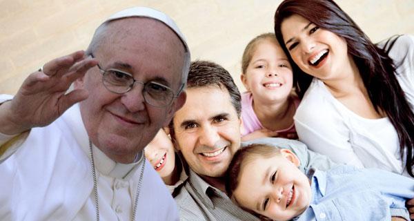 Resultado de imagen de papa francisco con familias